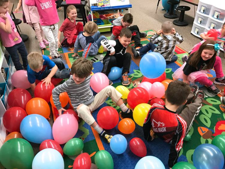 pop 100 balloons
